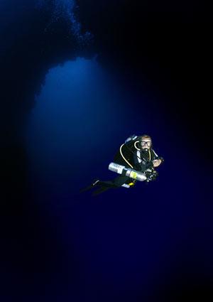 Обучение техническому дайвингу включает в себя серьезный тренинг на устойчивость к стрессу под водой, отработку до полного автоматизма навыков аварийных ситуаций, а также большой объем теории.